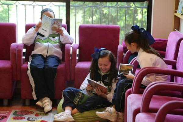 hija-aprendiendo-leer